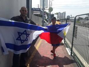 הפגנה קטנה מול שגרירויות איראן בחול